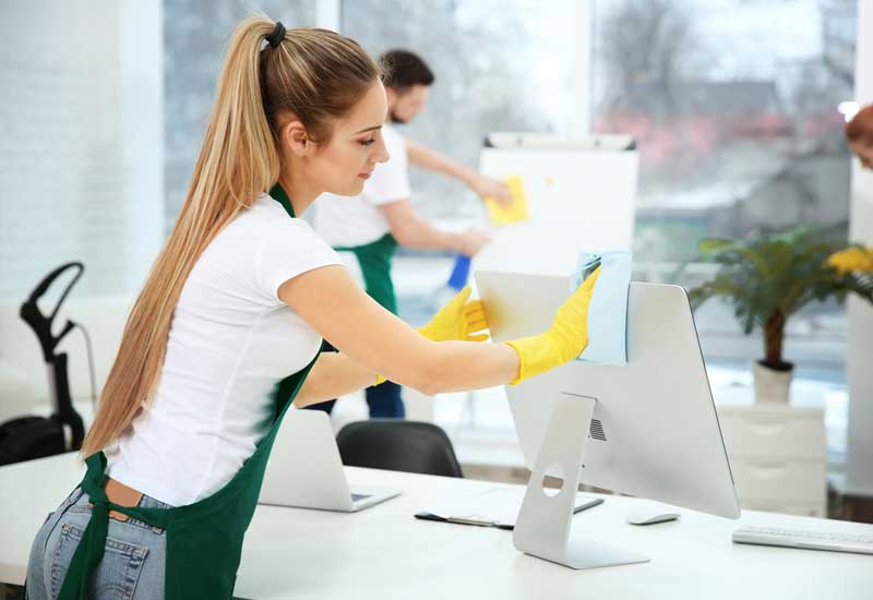 cleaners-cleaning-office