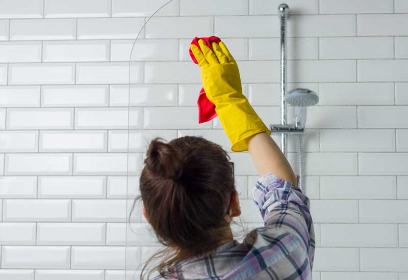 bathroom-cleaning-shower-glass